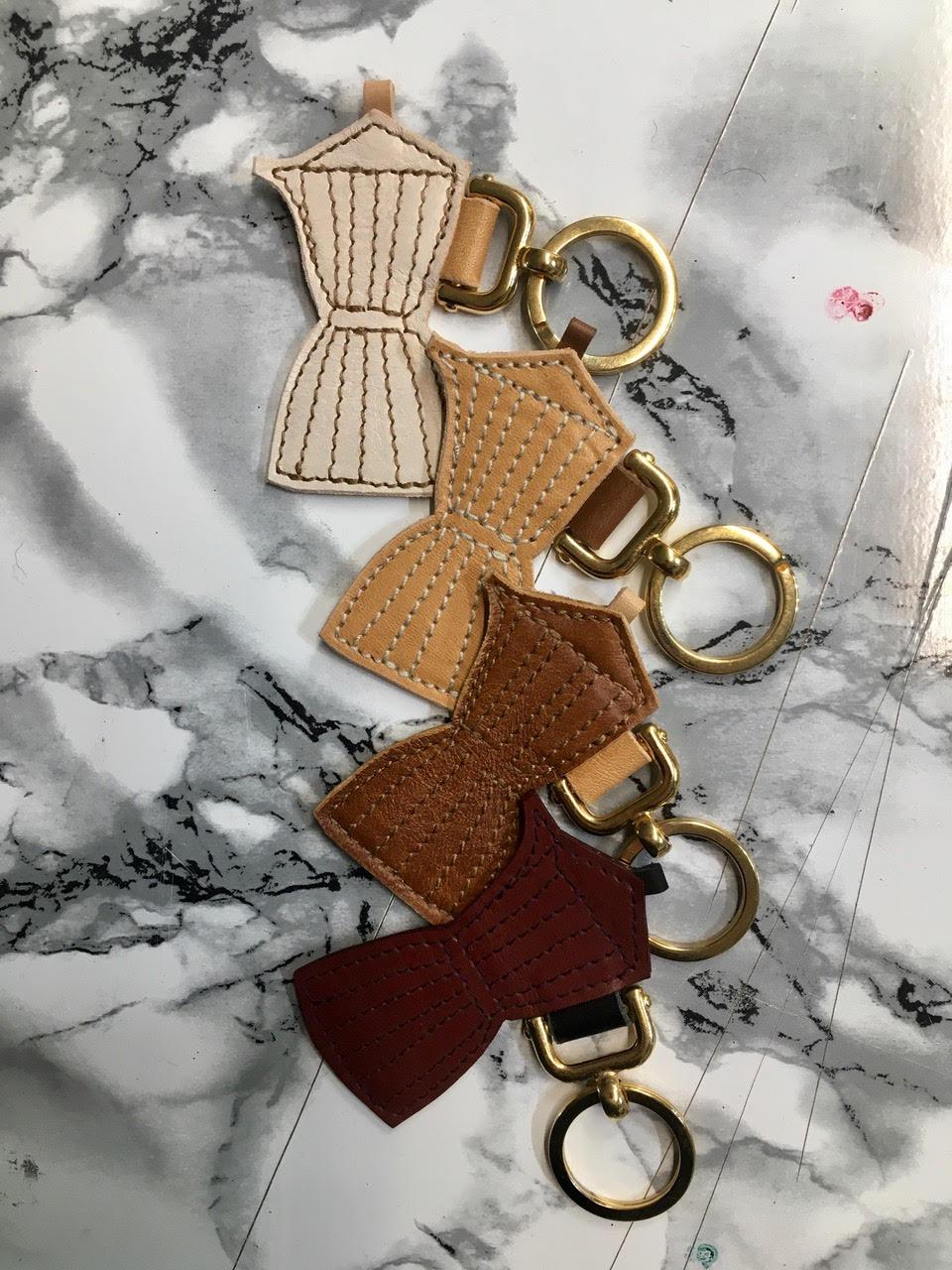 Frau Leman leather Moka keychain